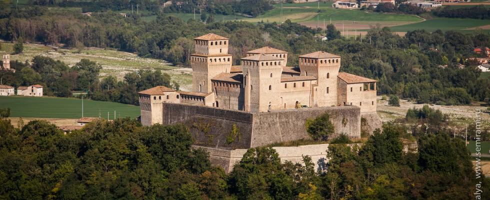 Италия Castello di Torrechiara